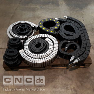 Lot of chain cables -