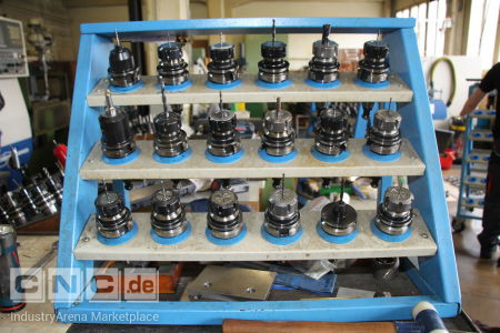 18 BT 40 Tool Holders with Tools -